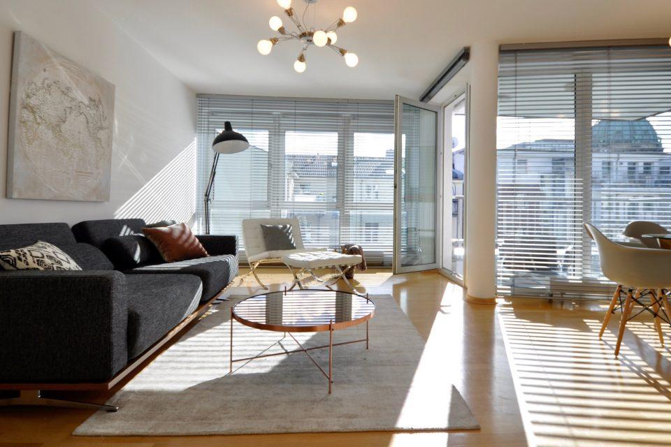 Erstbezug – Sonnige großzügige 2-Zimmer Wohnung direkt am Hackeschen Markt