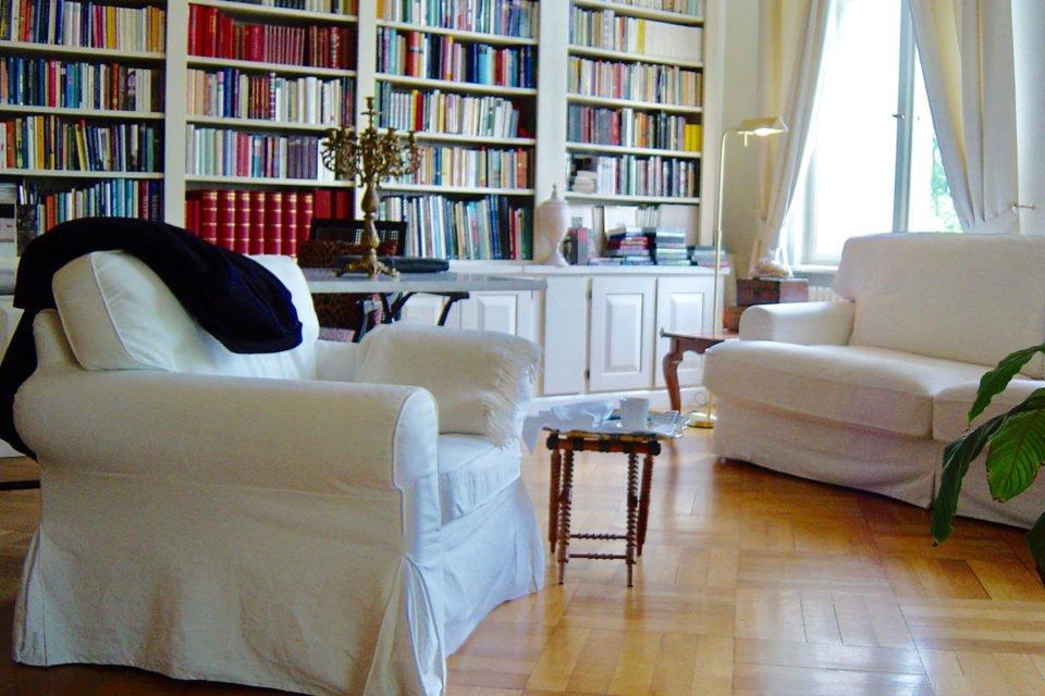 Mit Stuck verzierte Altbauwohnung, 1932-33 von dem Schriftsteller Heinrich Mann bewohnt