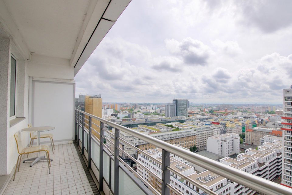 Gemütliche 2-Zimmer-Wohnung mit großem Balkon und sensationellem Blick über die Stadt