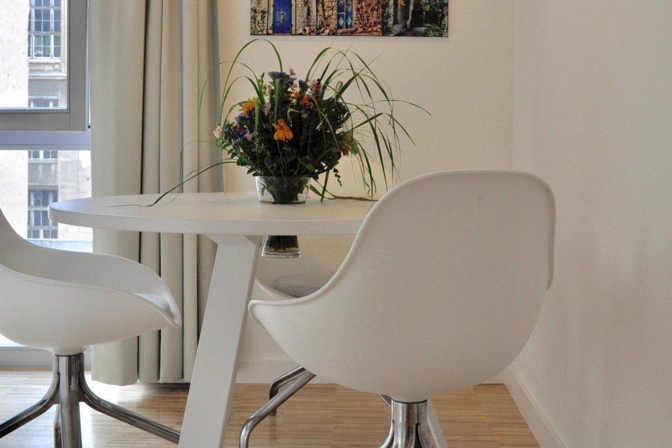 Chausseestraße Stilvoll eingerichtetes Appartement in zentraler Lage