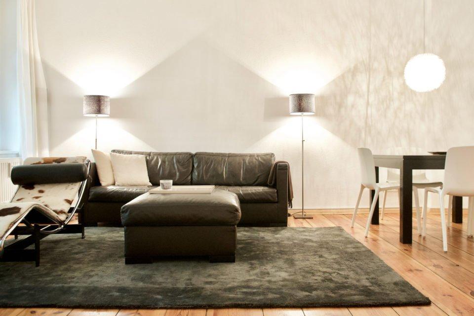 Geräumige Zwei-Zimmer-Wohnung mit schönen Altbaudetails