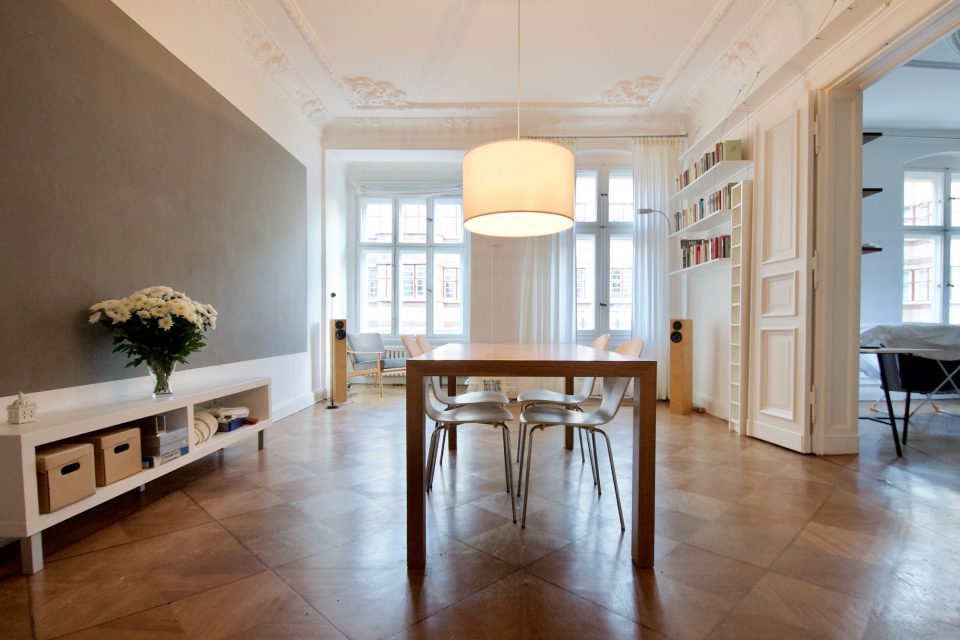 f81b00d4415d52 Cosy 3-room-apartment with great old building details. Charlottenburg