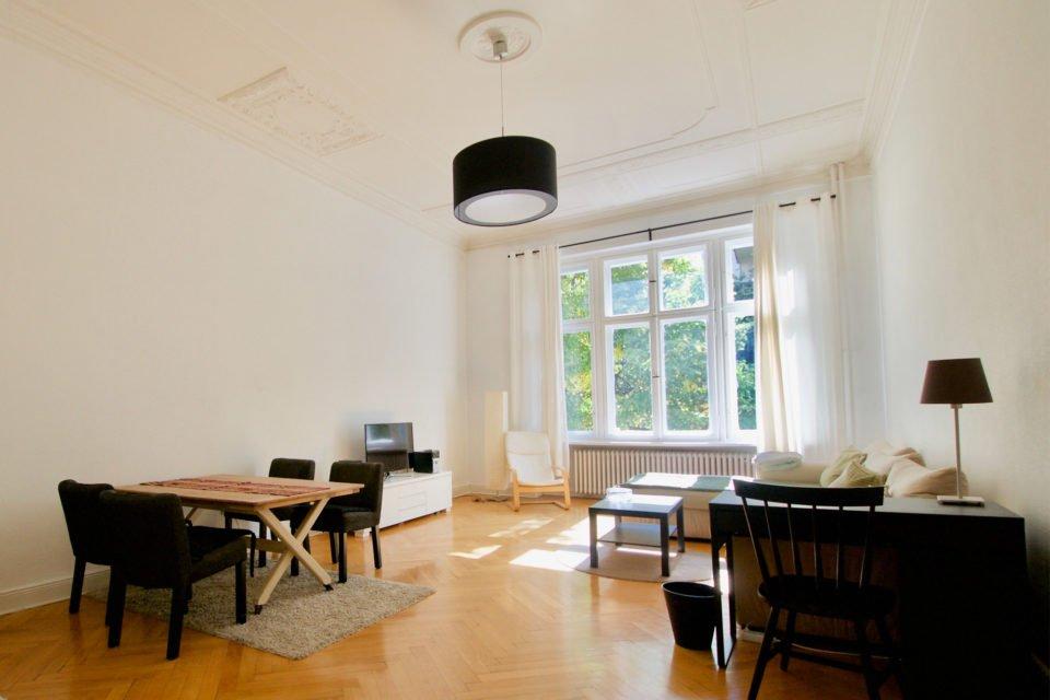 Barbarossastraße Charmante 3-Zimmer-Altbauwohnung mit sonnigem Wohnzimmer