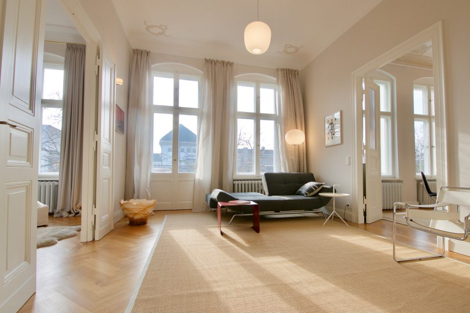 Representative, spacious apartment with south facing balcony