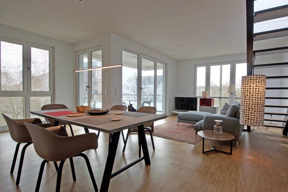 Erstbezug • Geschmackvoll eingerichtete Dachgeschosswohnung mit großer Terrasse