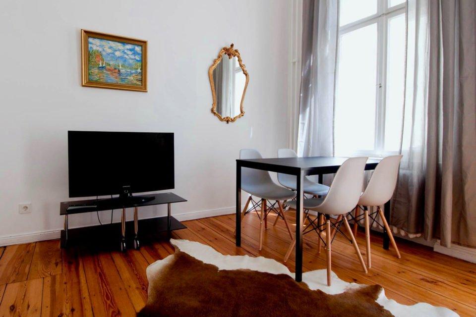 Sonnige Altbauwohnung mit 2 Zimmern in beliebter Lage